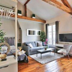 """Отель Amazing Loft """" Eiffel Tower"""" комната для гостей фото 4"""