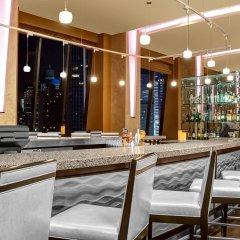 Отель Hilton Times Square США, Нью-Йорк - отзывы, цены и фото номеров - забронировать отель Hilton Times Square онлайн гостиничный бар
