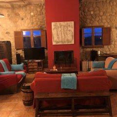 Отель B&B El Ranxo гостиничный бар