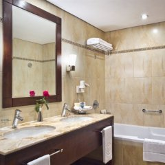 Отель Khalidiya Palace Rayhaan by Rotana, Abu Dhabi ванная фото 2