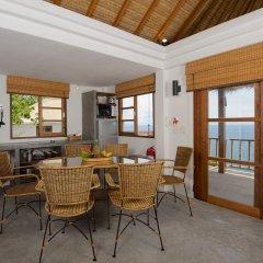 Отель Cape Shark Pool Villas в номере