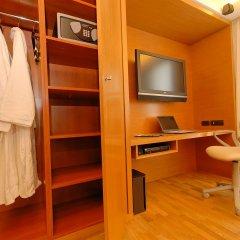 JM Suites Hotel сейф в номере