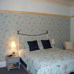 Отель Georges Place сейф в номере