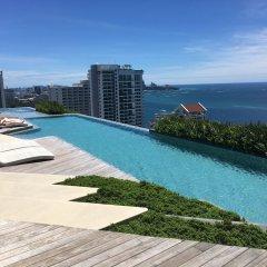 Отель Beachfront Sea View Baan Plai Haad Паттайя бассейн