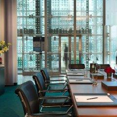 Отель Hilton Munich Airport Германия, Мюнхен - 7 отзывов об отеле, цены и фото номеров - забронировать отель Hilton Munich Airport онлайн спа