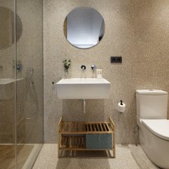 Апартаменты Easo Plaza Apartment by FeelFree Rentals ванная