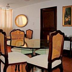 Отель Penthouse US Embassy with Balcony Мехико комната для гостей