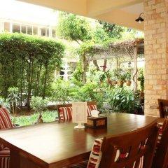 Отель Feung Nakorn Balcony Rooms and Cafe питание