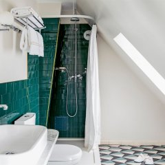 Отель Grand Pigalle Париж ванная фото 2