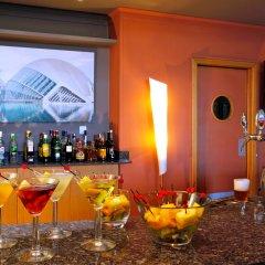 Отель Holiday Inn Express Ciudad de las Ciencias Испания, Валенсия - 1 отзыв об отеле, цены и фото номеров - забронировать отель Holiday Inn Express Ciudad de las Ciencias онлайн гостиничный бар
