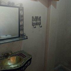 Отель Riad Porte Des 5 Jardins Марокко, Марракеш - отзывы, цены и фото номеров - забронировать отель Riad Porte Des 5 Jardins онлайн ванная