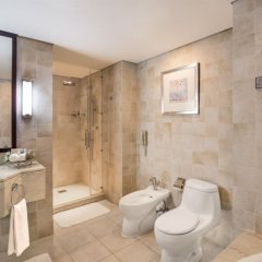 Отель Beach Rotana Residences ванная фото 2