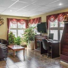 Отель Econo Lodge Montmorency Falls Канада, Буашатель - отзывы, цены и фото номеров - забронировать отель Econo Lodge Montmorency Falls онлайн интерьер отеля фото 2