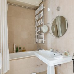 Отель onefinestay - Montmartre-South Pigalle private homes ванная