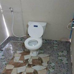 Отель Lanta Local Hut Ланта ванная