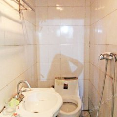 Longfeng Hostel ванная