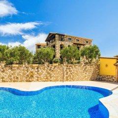 Отель Joanna's Stone Villas бассейн