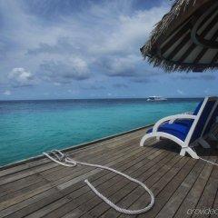 Отель Taj Coral Reef Resort & Spa Maldives Мальдивы, Северный атолл Мале - отзывы, цены и фото номеров - забронировать отель Taj Coral Reef Resort & Spa Maldives онлайн бассейн фото 2