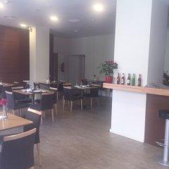 Отель Apartamentos Plaza Picasso Испания, Валенсия - 2 отзыва об отеле, цены и фото номеров - забронировать отель Apartamentos Plaza Picasso онлайн гостиничный бар