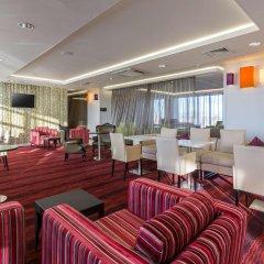 Отель Hampton by Hilton Liverpool/John Lennon Airport Великобритания, Ливерпуль - отзывы, цены и фото номеров - забронировать отель Hampton by Hilton Liverpool/John Lennon Airport онлайн гостиничный бар