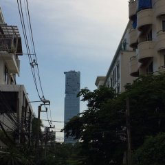 Апартаменты Freesia Saladaeng Silom Apartment Бангкок балкон