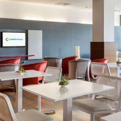 Отель ILUNION Fuengirola Испания, Фуэнхирола - отзывы, цены и фото номеров - забронировать отель ILUNION Fuengirola онлайн гостиничный бар