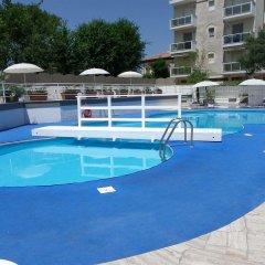 Отель Oxygen Lifestyle Helvetia Parco Римини бассейн фото 2