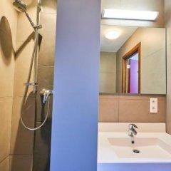 Отель Jacques Brel Youth Hostel Бельгия, Брюссель - отзывы, цены и фото номеров - забронировать отель Jacques Brel Youth Hostel онлайн ванная фото 2
