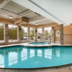 Отель Best Western Maple Ridge Hotel Канада, Мэйпл-Ридж - отзывы, цены и фото номеров - забронировать отель Best Western Maple Ridge Hotel онлайн бассейн фото 3