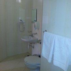 Отель Family Hotel Yola Болгария, Чепеларе - отзывы, цены и фото номеров - забронировать отель Family Hotel Yola онлайн ванная
