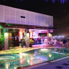 Отель Patong Hemingways бассейн