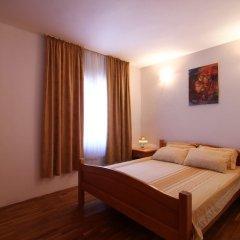 Отель Nica Apartmani Свети-Стефан комната для гостей
