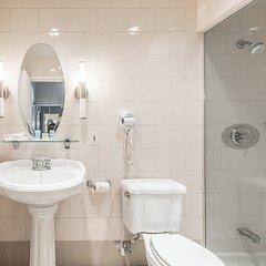 Отель Chrome Montreal Centre-Ville Канада, Монреаль - отзывы, цены и фото номеров - забронировать отель Chrome Montreal Centre-Ville онлайн ванная фото 2