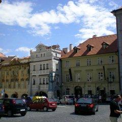 Little Town Budget Hotel Прага парковка