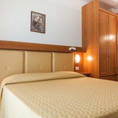 Hotel Astor Римини комната для гостей