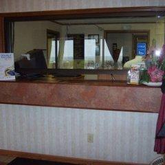 Отель Knights Inn Columbus East Колумбус гостиничный бар