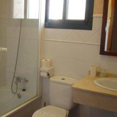 Отель Sindhura Испания, Вехер-де-ла-Фронтера - отзывы, цены и фото номеров - забронировать отель Sindhura онлайн ванная фото 2