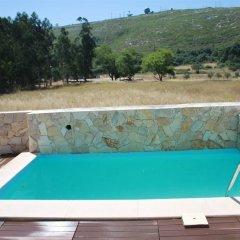 Отель Montejunto Villa бассейн