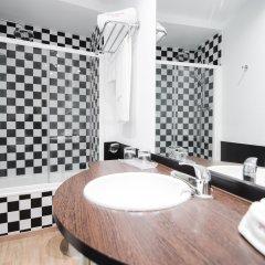 Отель Petit Palace Plaza de la Reina Валенсия ванная