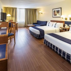 Отель Holiday Inn Lisbon сейф в номере