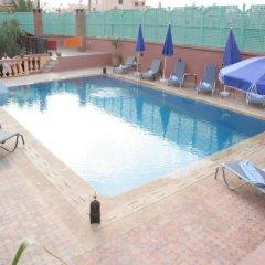Отель Hôtel & Restaurant Farid бассейн