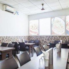 Отель OYO 16011 Hotel Mohan International Индия, Нью-Дели - отзывы, цены и фото номеров - забронировать отель OYO 16011 Hotel Mohan International онлайн гостиничный бар