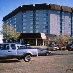 Отель Saskatoon Inn парковка