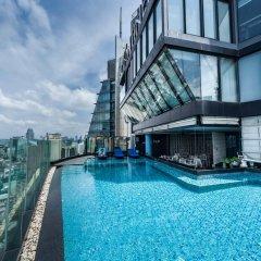 Отель The Continent Bangkok by Compass Hospitality Таиланд, Бангкок - 1 отзыв об отеле, цены и фото номеров - забронировать отель The Continent Bangkok by Compass Hospitality онлайн бассейн фото 3
