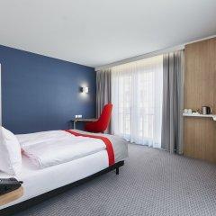 Отель Holiday Inn Express Berlin - Alexanderplatz Германия, Берлин - 3 отзыва об отеле, цены и фото номеров - забронировать отель Holiday Inn Express Berlin - Alexanderplatz онлайн сейф в номере