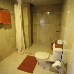 Отель Kantipur Temple House Непал, Катманду - 1 отзыв об отеле, цены и фото номеров - забронировать отель Kantipur Temple House онлайн ванная