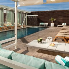 Отель Meliá Barcelona Sky бассейн