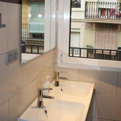 Hostel One Paralelo Барселона ванная