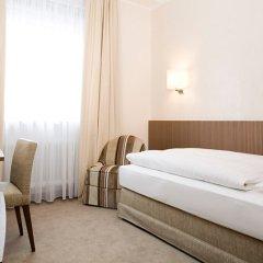 Отель Eden Wolff Мюнхен сейф в номере