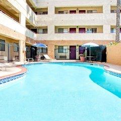 Отель Travelodge Chatsworth США, Лос-Анджелес - отзывы, цены и фото номеров - забронировать отель Travelodge Chatsworth онлайн бассейн фото 3